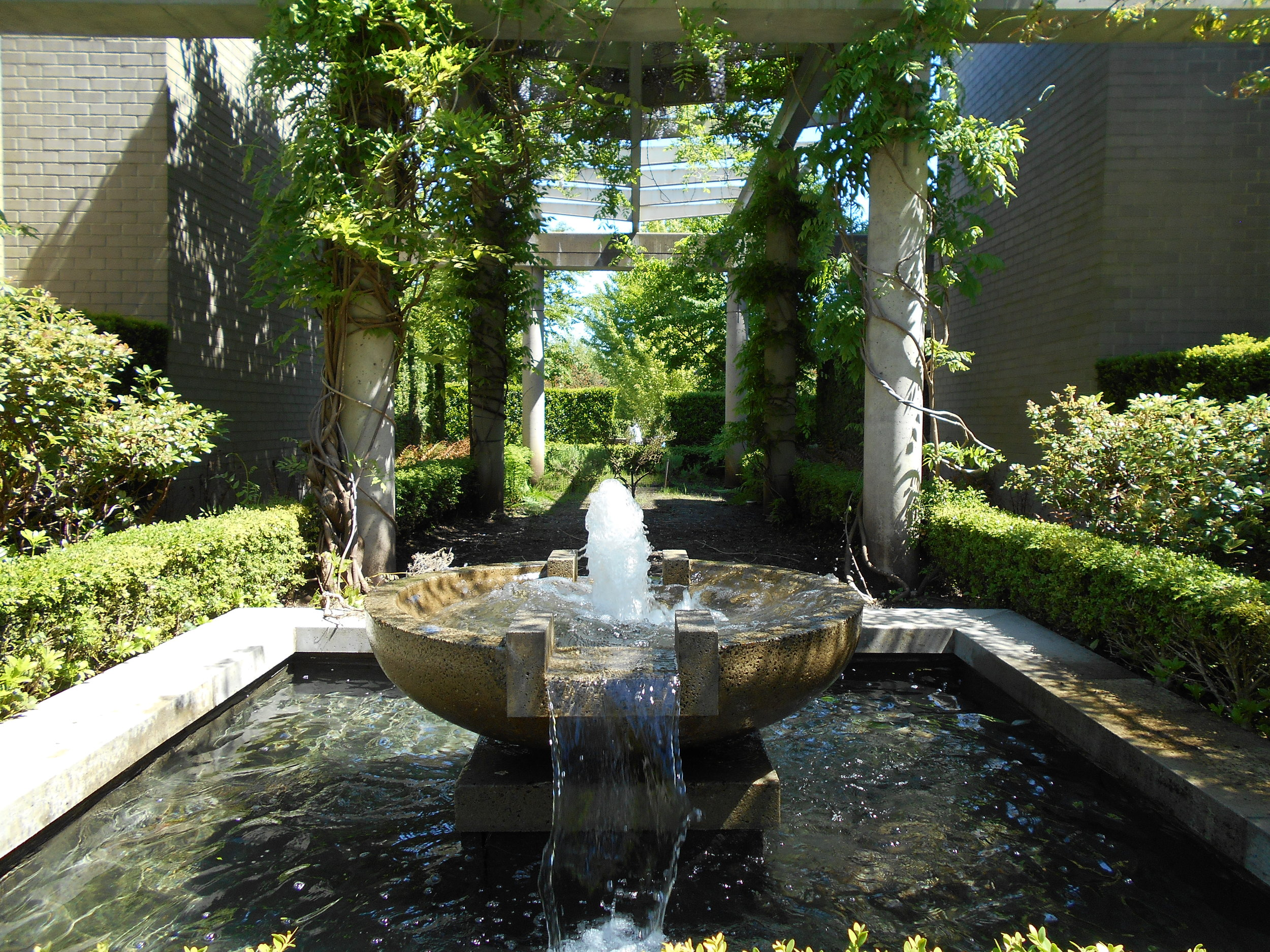 Laguna Parkside fountain.