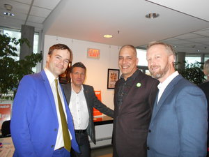 Spencer (left) schmoozing with (from left) an unidentified guest and Green Party politicos Pete Fry and Rick Glumack.