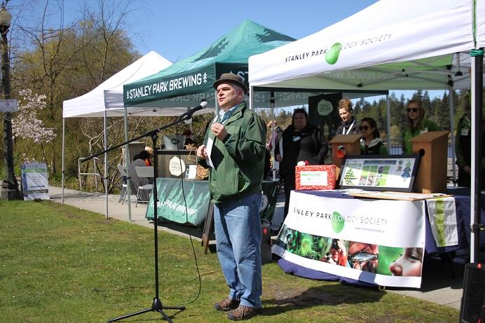 Park Board Chair Stuart Mackinnon opens the Earth Day party. (Scarlett Mayorga Photo)