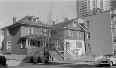 1915 and 1925 Pendrell in 1968 (Vancouver City Archives)