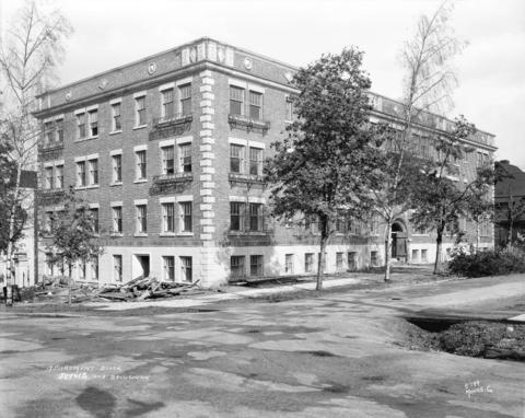 The Marlborough Apartments, just before its completion in 1929. (