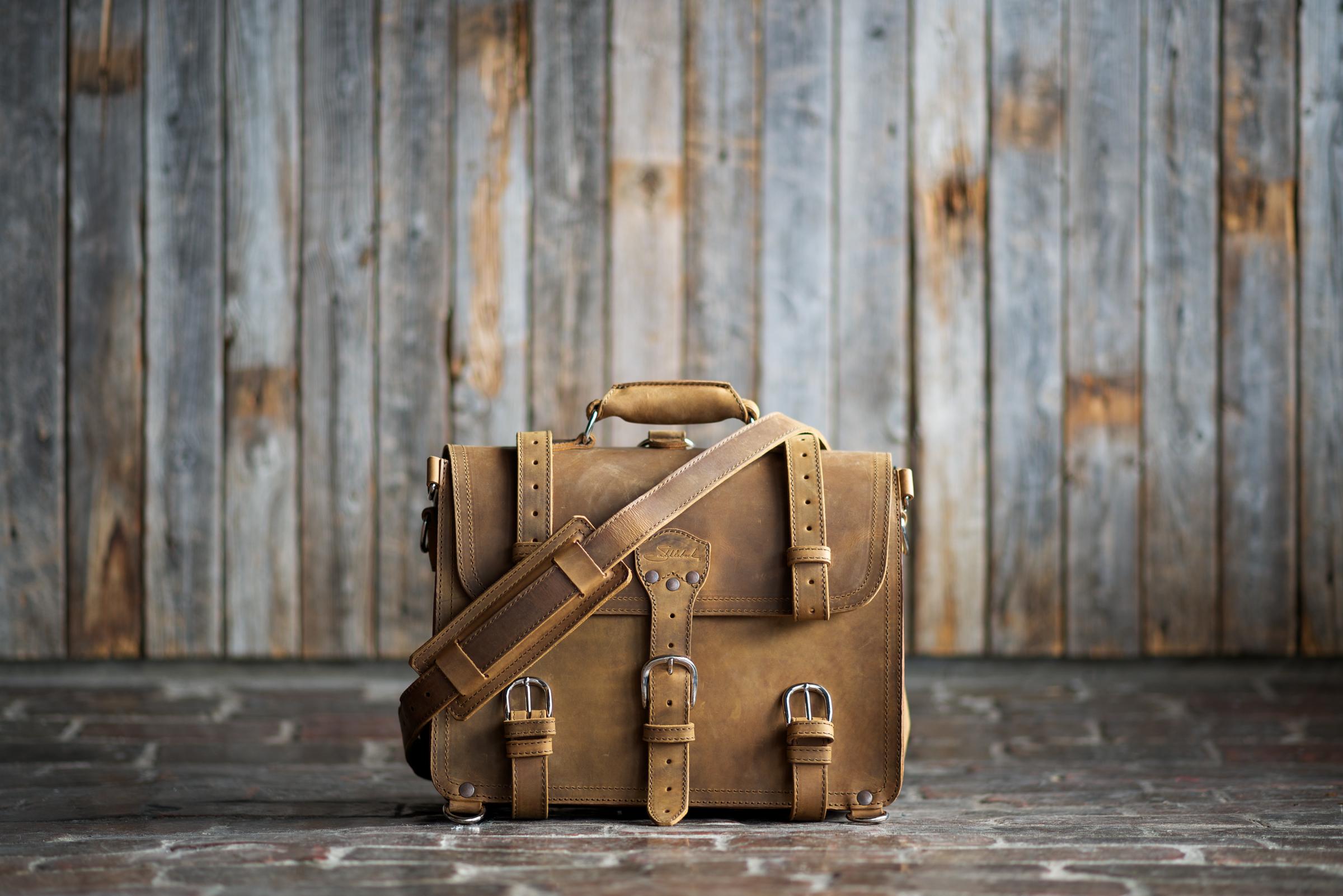 briefcase-tobacco-01.jpg