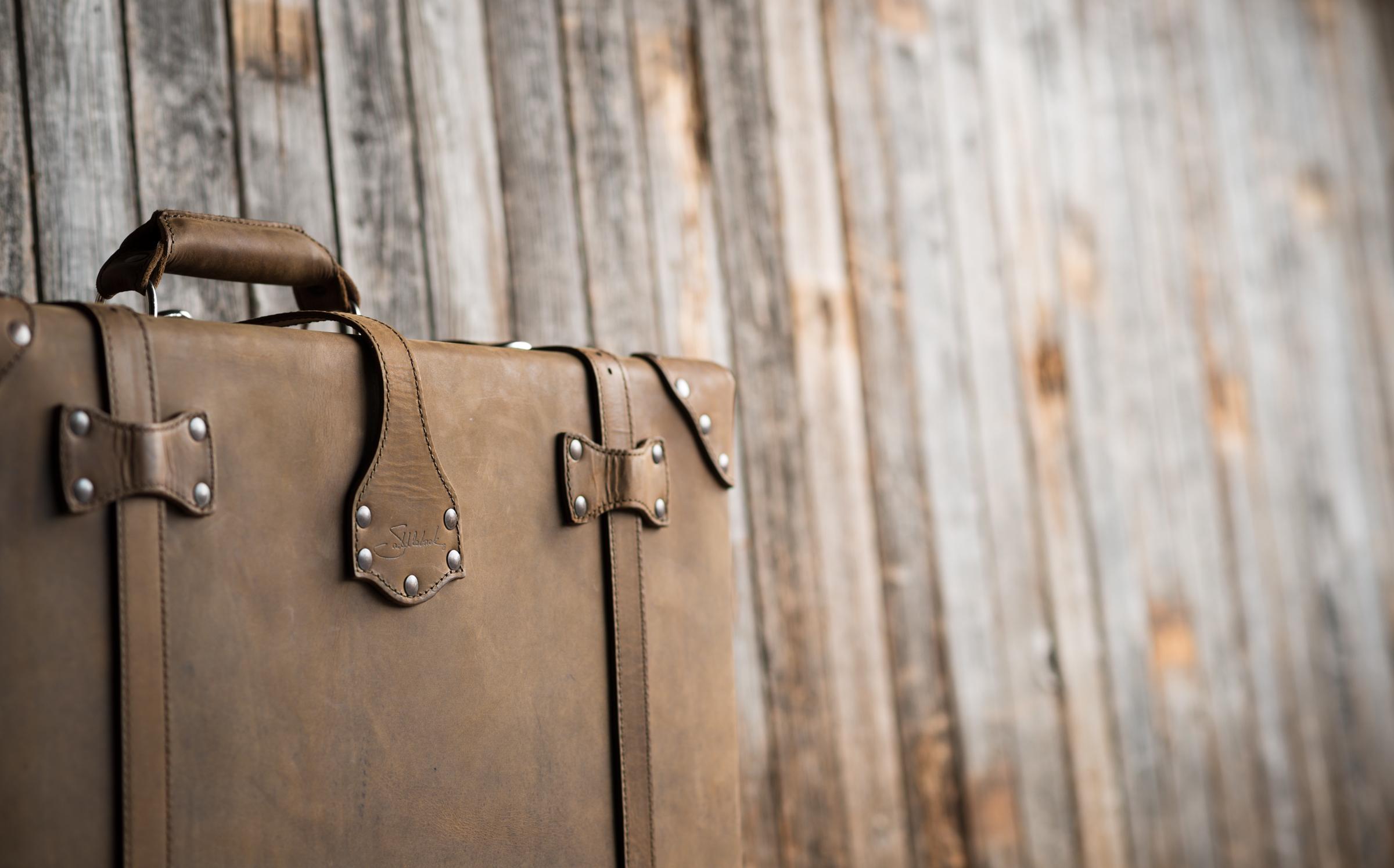 suitcase-tobacco-01.jpg