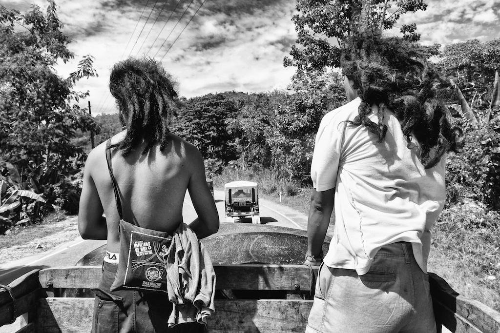 Alfredo and Jesús hitchhike to the nearest town, Pichanaki