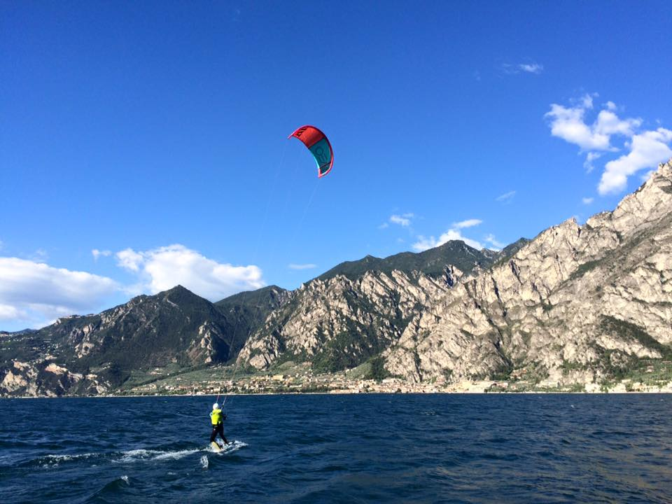 Kitesurfing on lake garda with Windriders