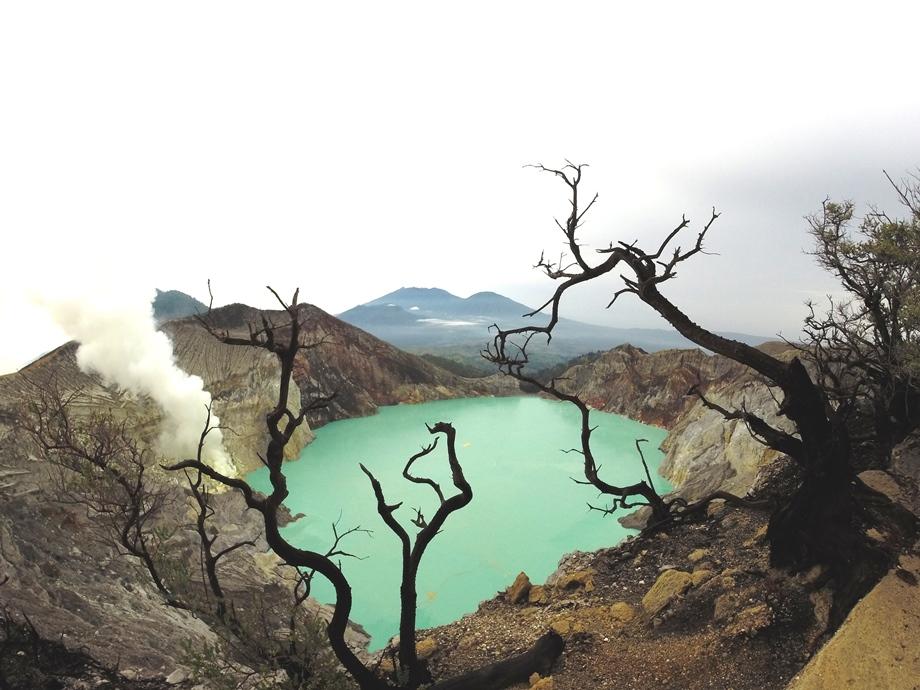 Ijen Crater_sm.jpg