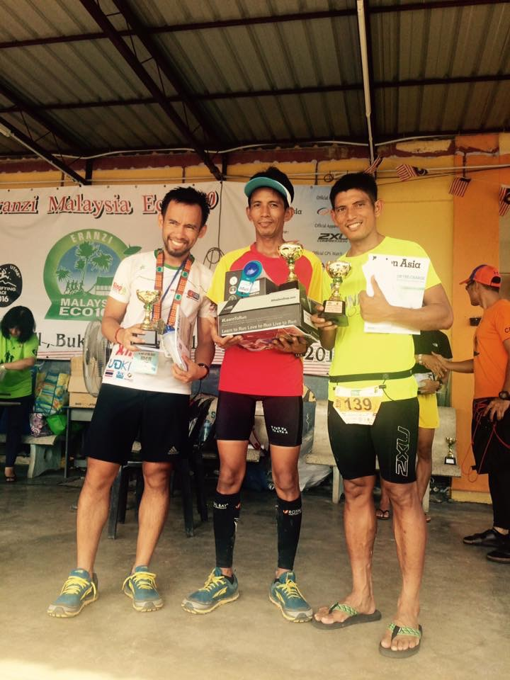 Podium of the men's 100 miles race