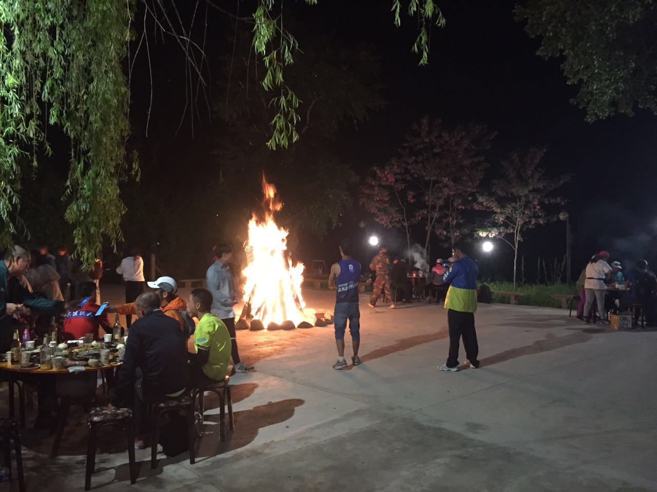 Campfire, roasted meat and beer at the finish of the Baturu Trail!