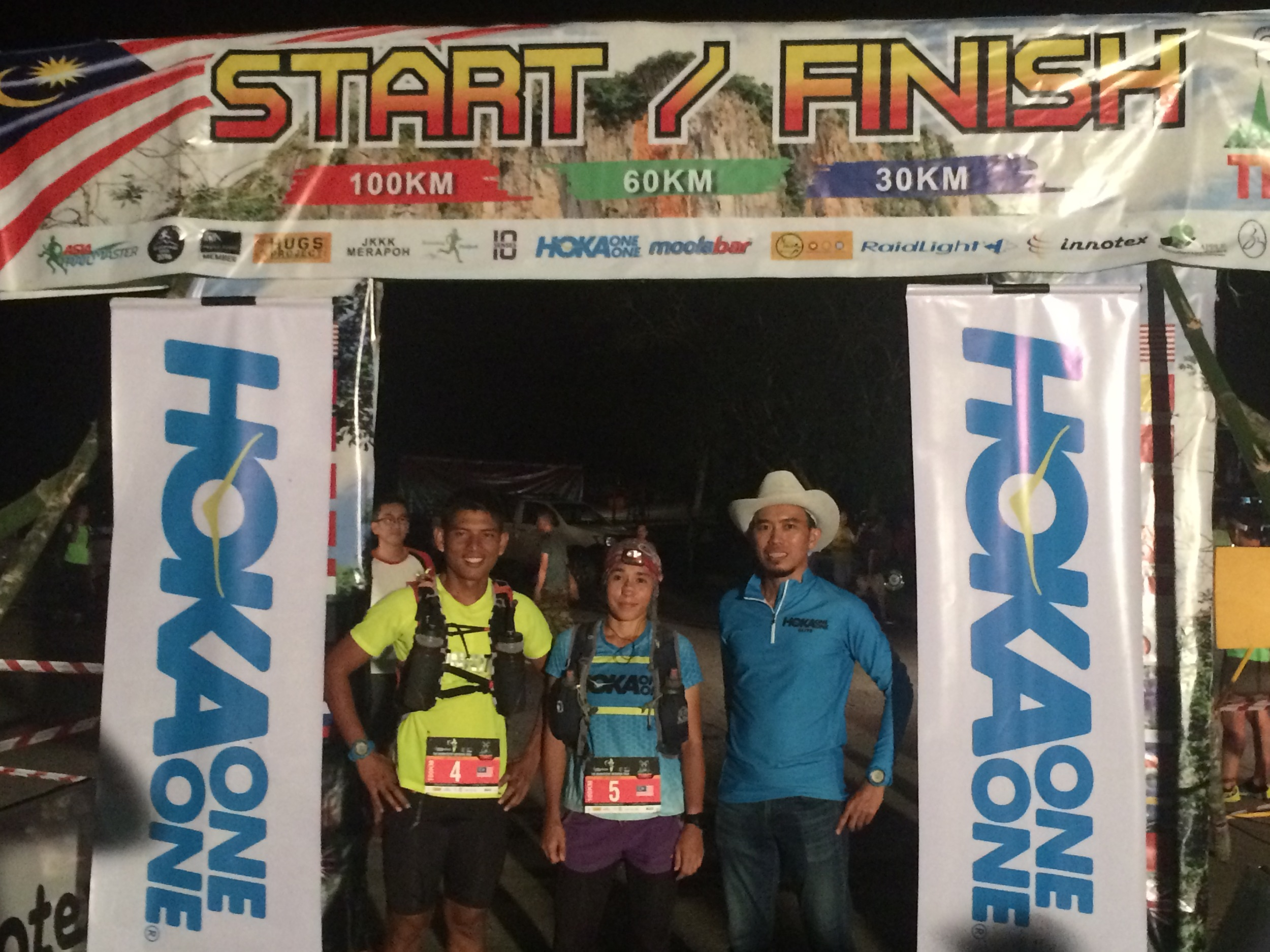 Race Director Razif Yahya flanks female champion Tahira Najmunisaa and Abdul Rahman