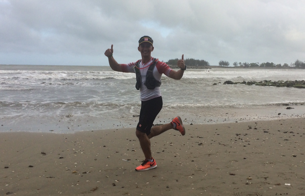 Running along the beach is of course an important part of the race: mind your choice of shoe!