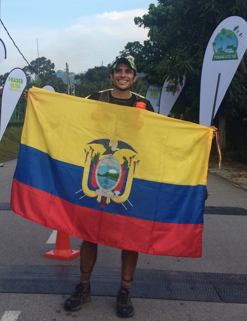 Andres Villagran passed Yuen Wan Ho in the final stages to win the men's 100 miles