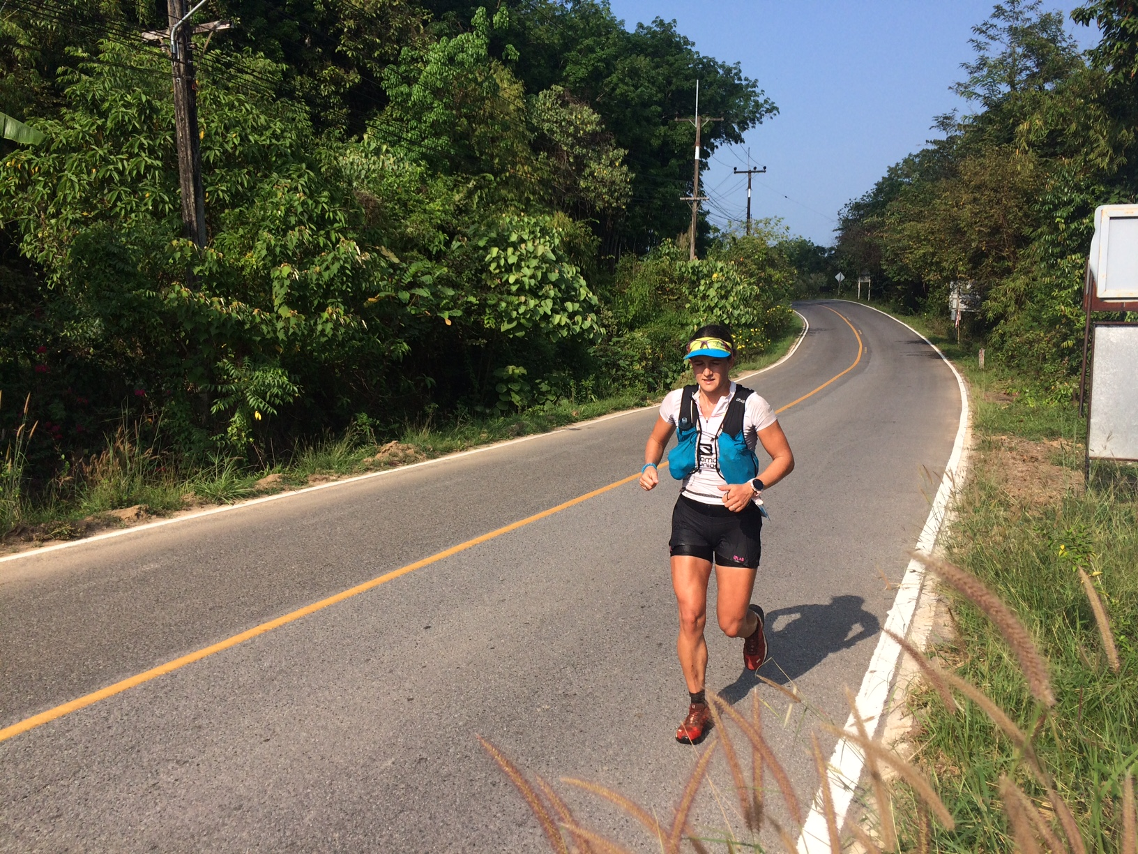 France's Elisabeth Legros led the women's race until km 75 when blisters and an insect forced her to DNF
