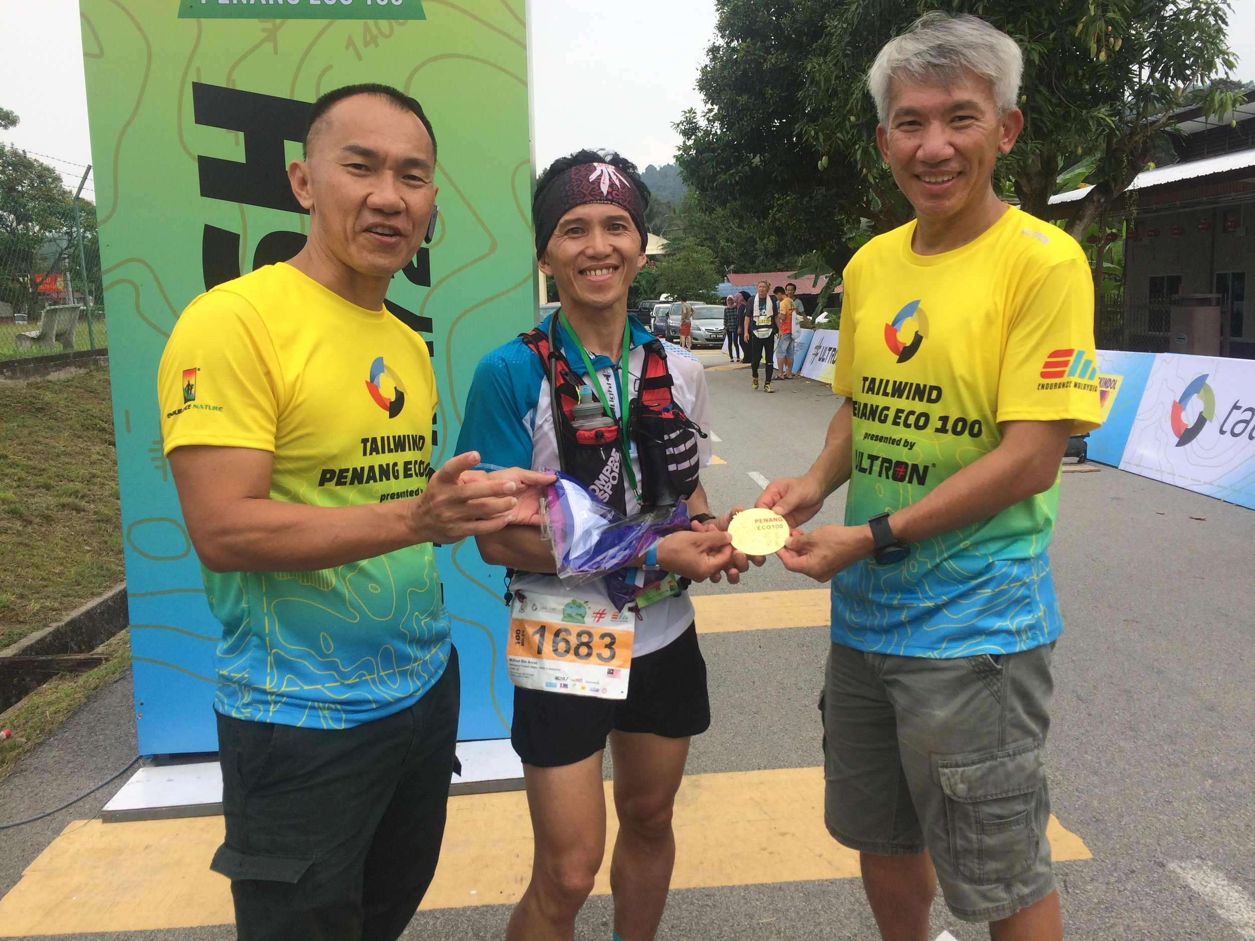 Race organisers Seow Kong Ng and Allan Lee with Milton Bin Amat, 4th on the 100 miles