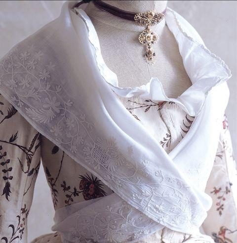Bastidane shawl in embroidered mouslin 18th century, Photo Credit: Fragonard