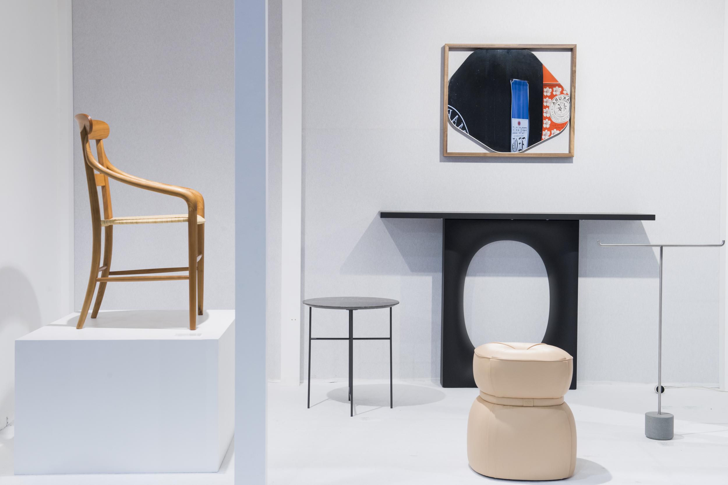 Kensaku Oshiro stand at Maison&Objet, hall 7, January 2018 with  Chivari  chair,  Leply  pouf,  Sen  table and  Holo  console ©  Maison&Objet