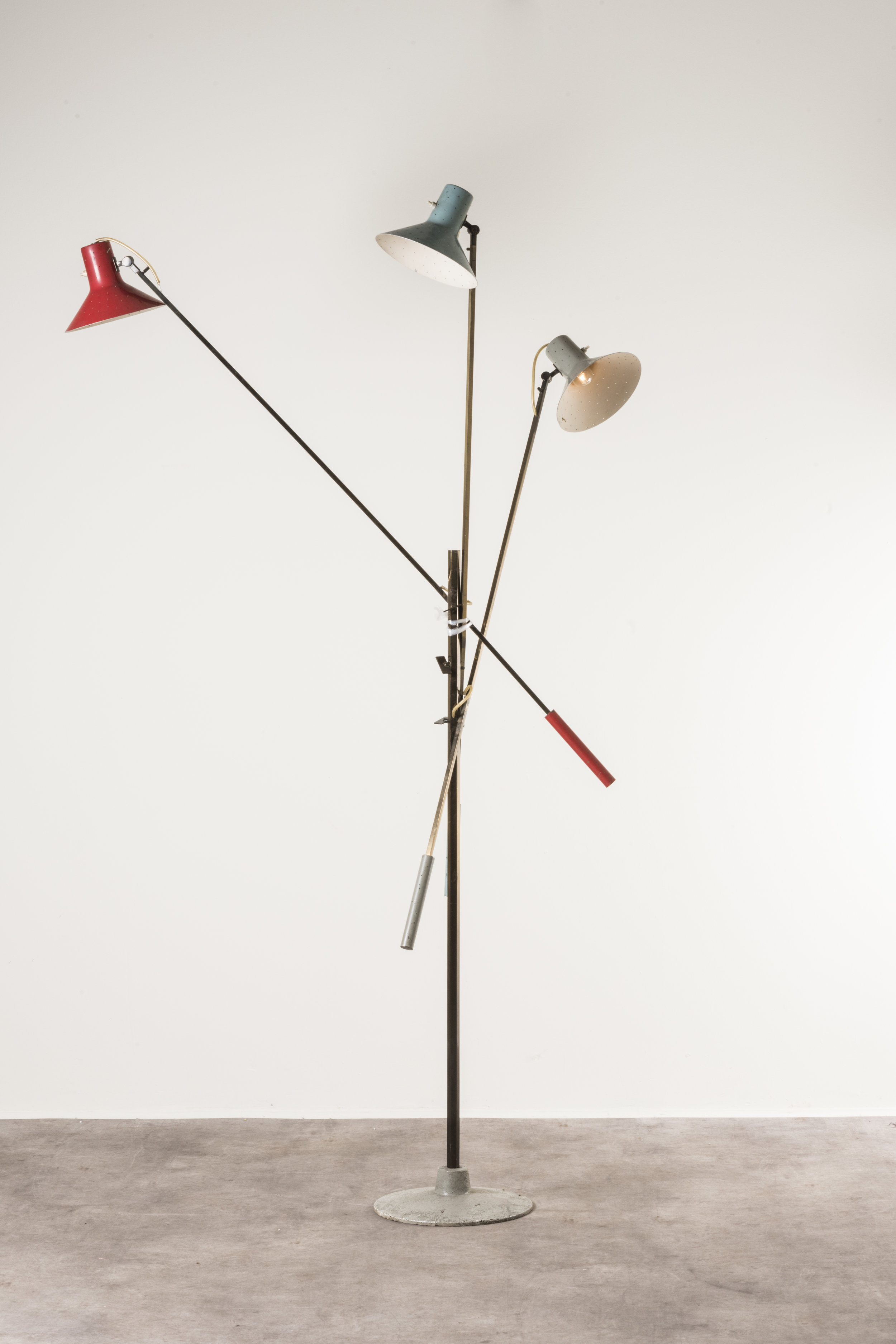 Tre bracci  floor lamp mod. 1052 Italy, 1951, on display at Nilufar stand, Design Miami 2018  Design: Gino Sarfatti Manufactured and signed by Arteluce Painted cast iron, polished and painted brass, laquered aluminium Size: h 210 cm, h 82.7 in  ⓒ Nilufar Gallery