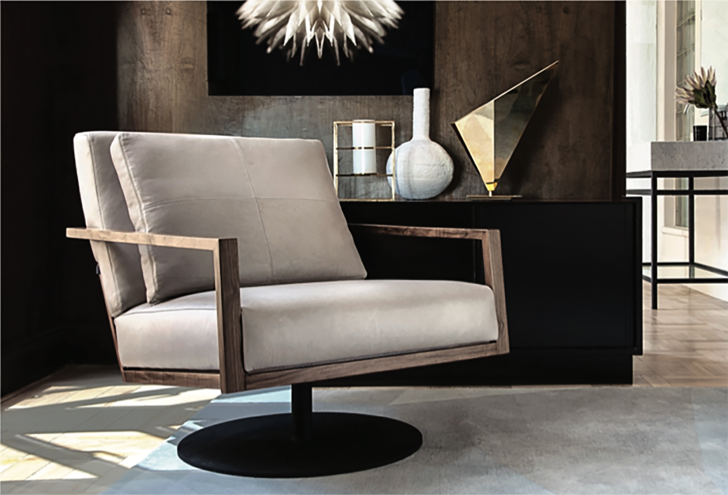 STM swivel armchair with walnut frame and leather upholstery © OKHA