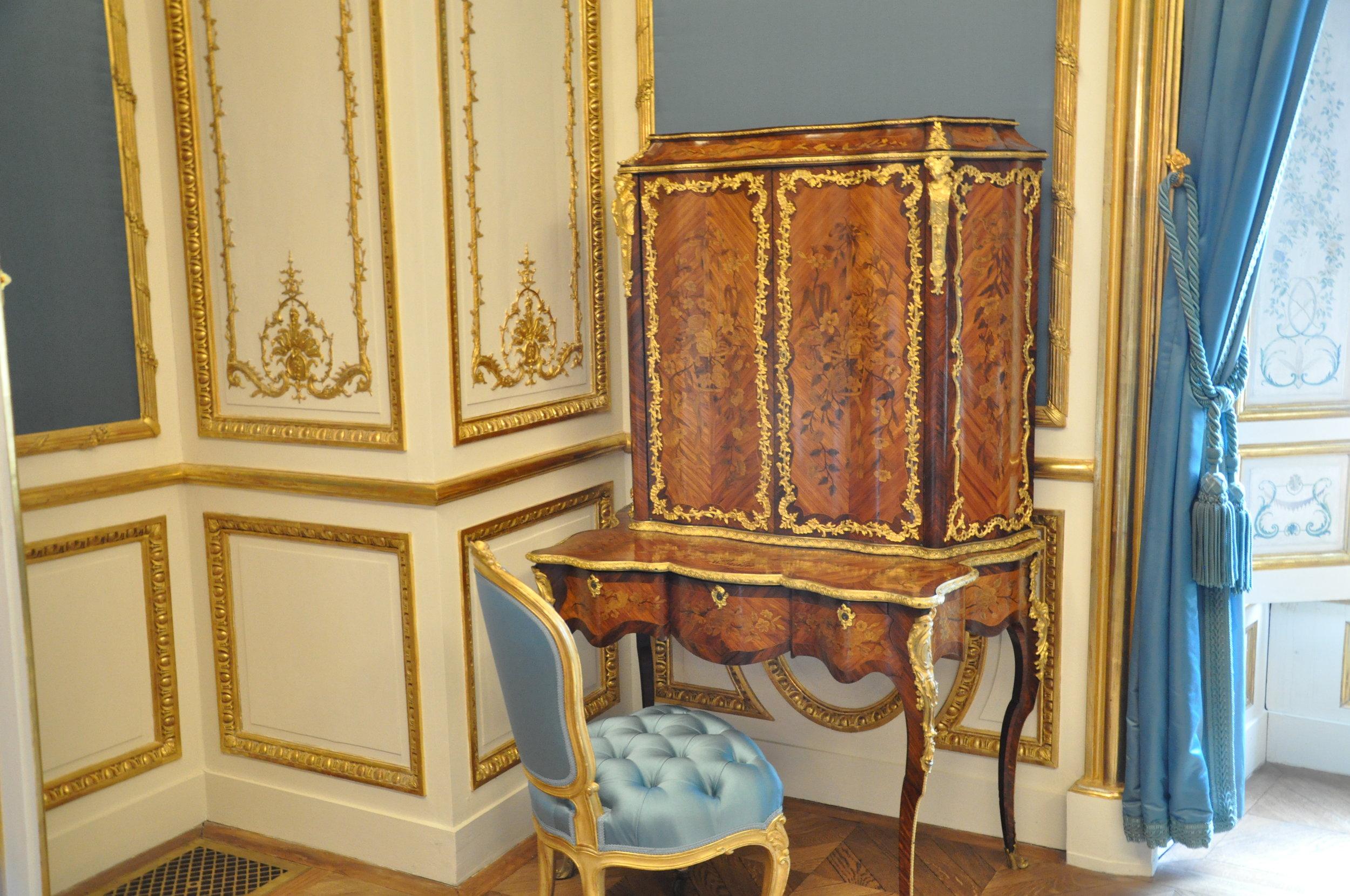Secrétaire in the Duchess' suite © Grand Palais Domaine de Chantilly