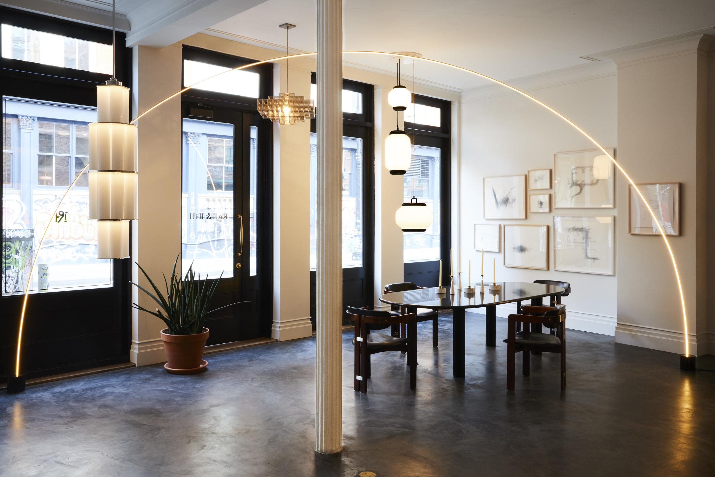 Pole  floor light in situ © Nicole Franzen Design: Philippe Malouin