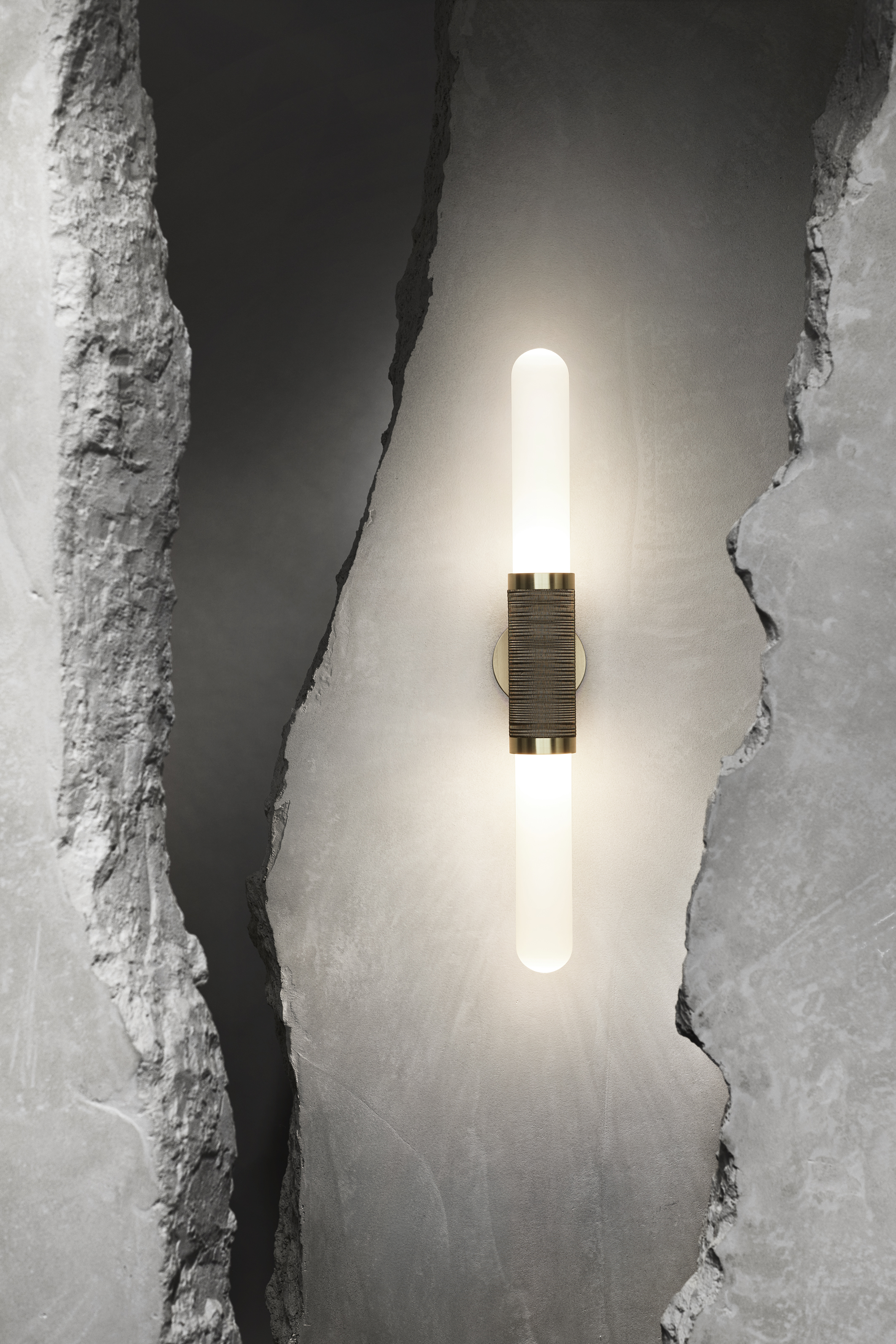 Scandal  short sconce with white frost glass and antique brass mesh detail, 2019 ⓒ Sharyn Cairns