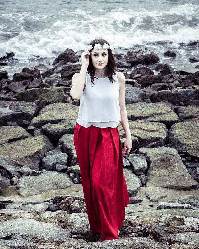 Tiff Another teaser from this kickass preceding shoot. 🌊📷💍👰🏼 Sony a99ii 50mm - 1/160 f4.0 iso 800 #oceanside #ocean #beach #prewedding #bridetobe