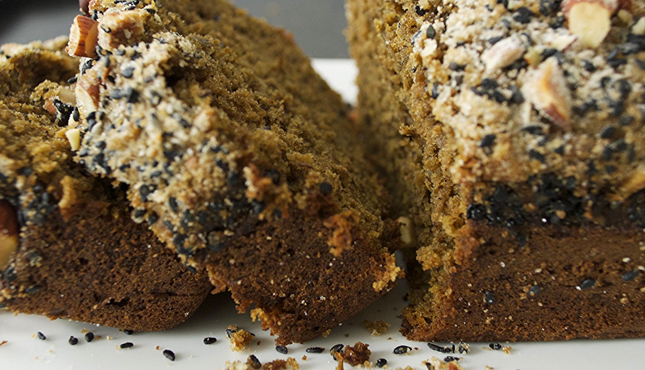 matcha-banana-bread-black-sesame-almond-crumble-side-sliced-molasses-and-mayhem.jpg