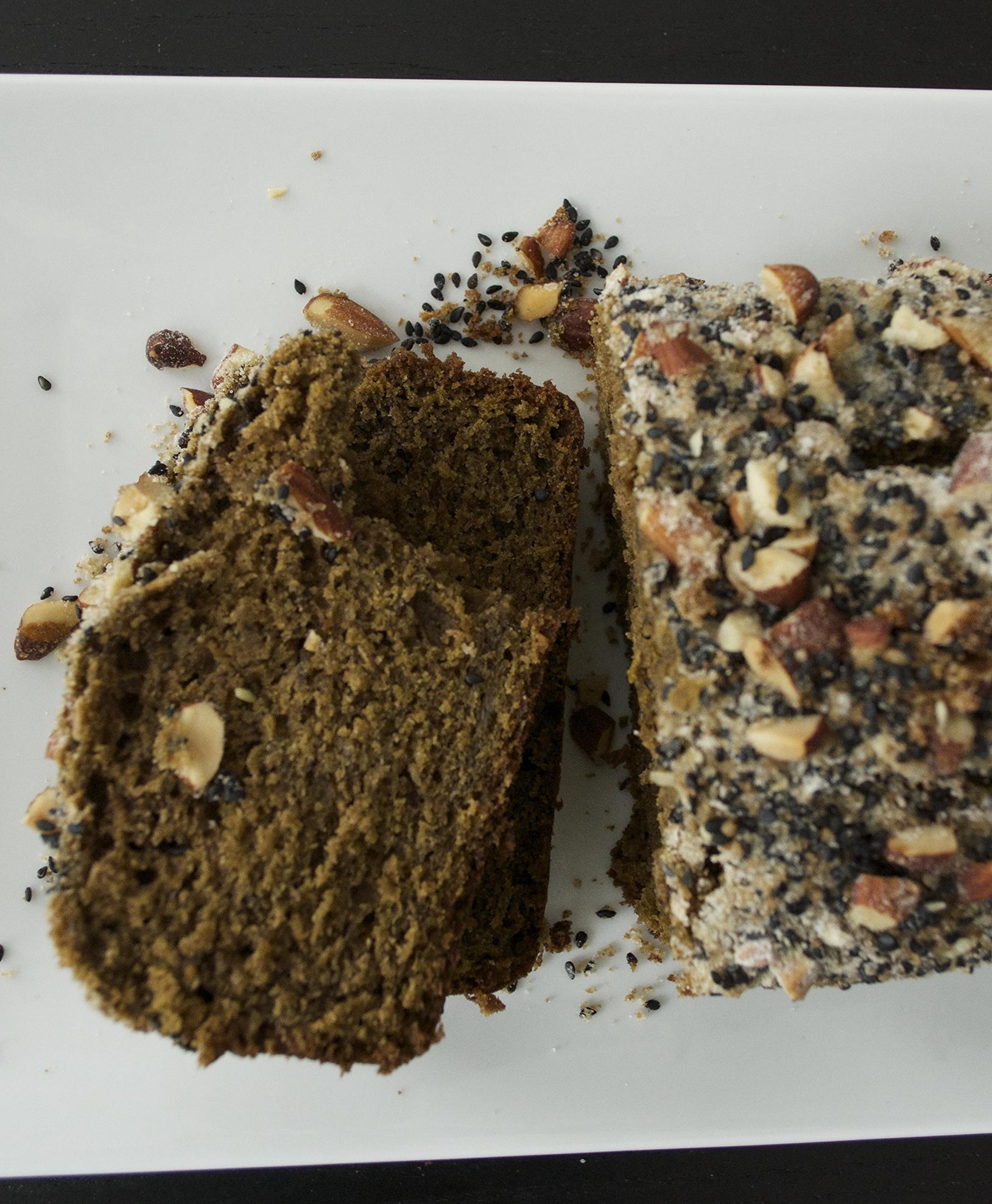 matcha-banana-bread-sesame-almond-crumble-slices-overhead.jpg