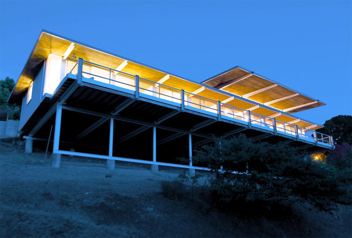 Harrison House (Case Study Home No. 26) in San Rafael, California by Beverley Thorne (Photo:Matt McCourtney)
