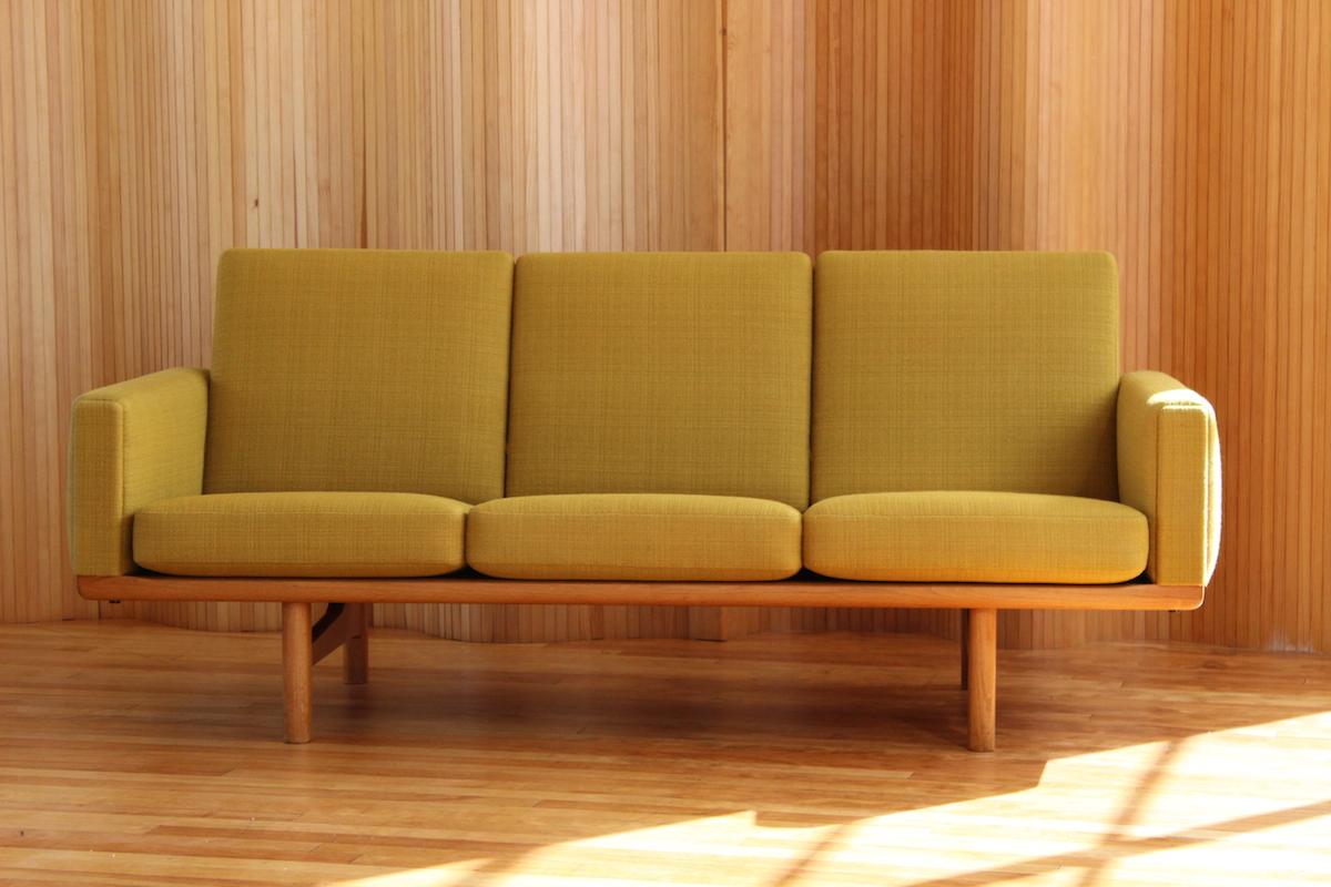 Hans Wegner sofa - model GE-236/3 - manufactured by Getama, 1955