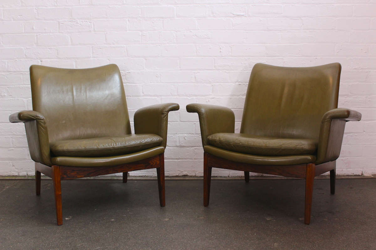 Pair of Finn Juhl lounge chairs - model FD112 - manufactured by France and Son, 1968.