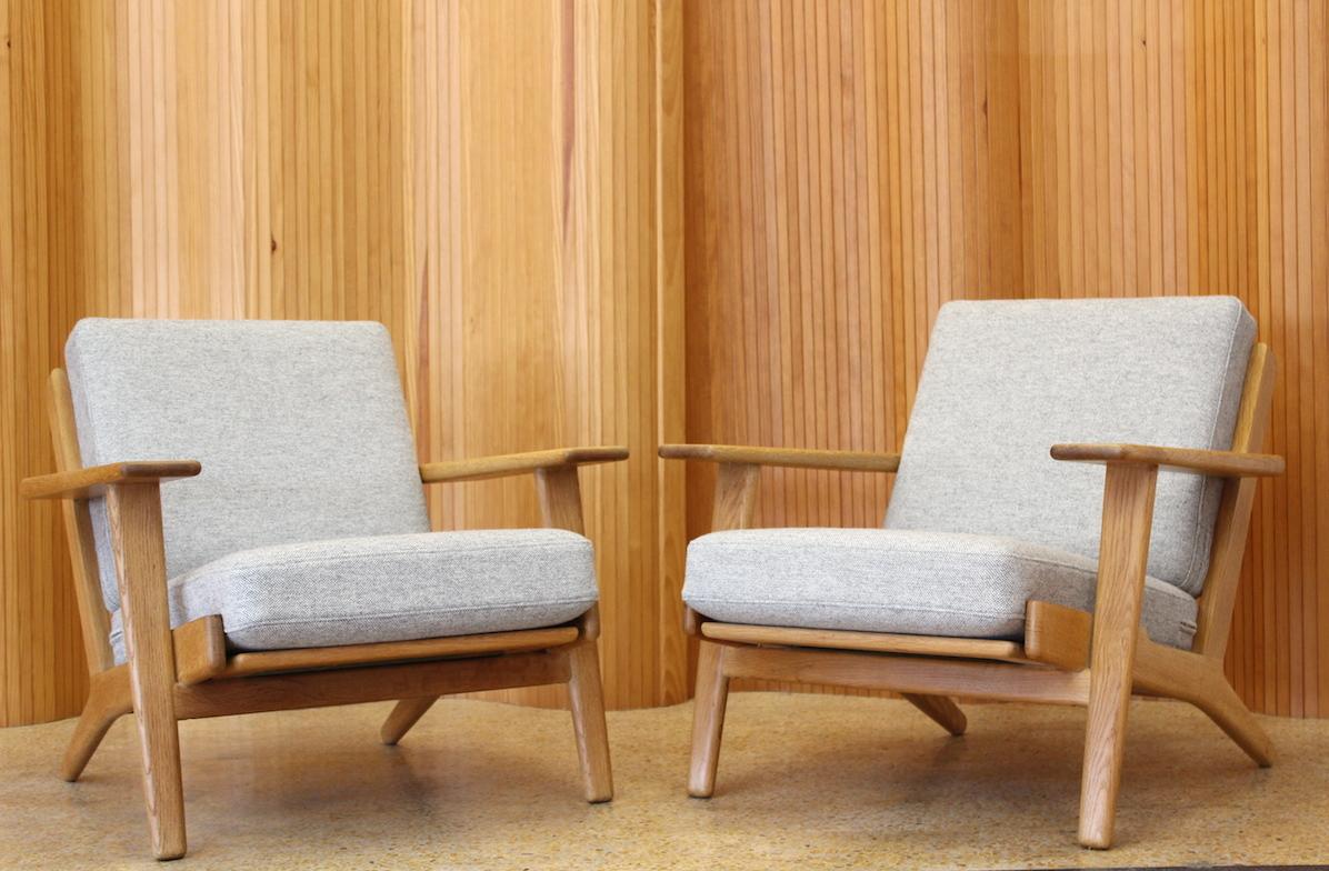 Pair of Hans Wegner lounge chairs - model GE-290 - Getama, Denmark