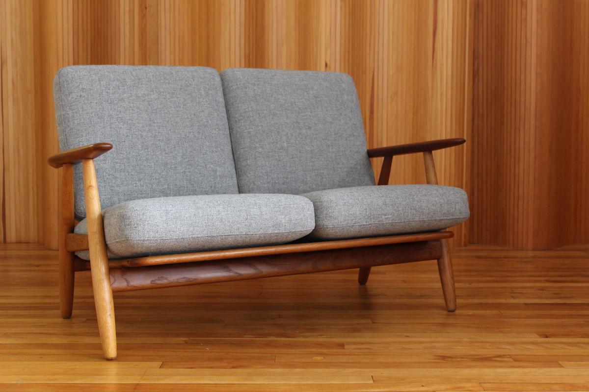 Hans Wegner oak and teak 'cigar' sofa model GE240/2 Getama Denmark