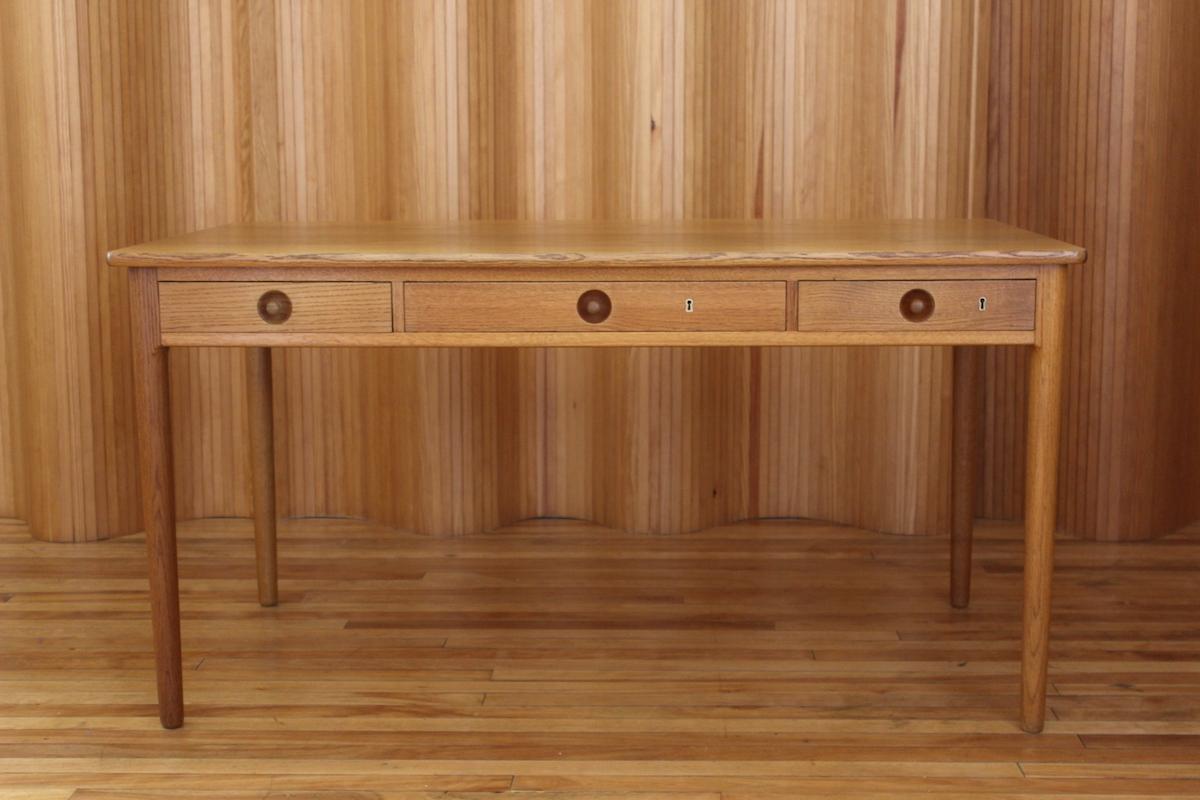 Hans Wegner model AT305 oak desk Andreas Tuck