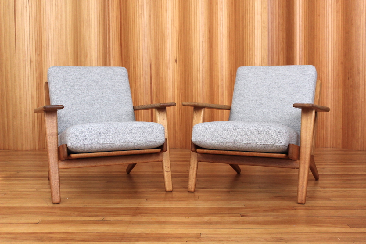 Pair of Hans Wegner GE290 oak lounge chairs Getama Denmark