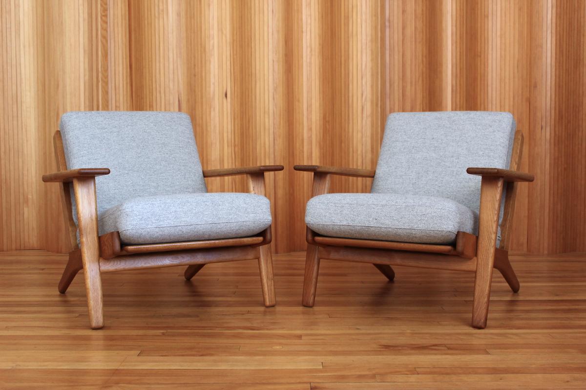 Pair of Hans Wegner oak GE290 lounge chairs Getama Denmark
