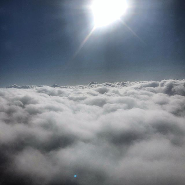 My head is in the clouds again heading to the Northwest #artistontheloose #travel #skyscape