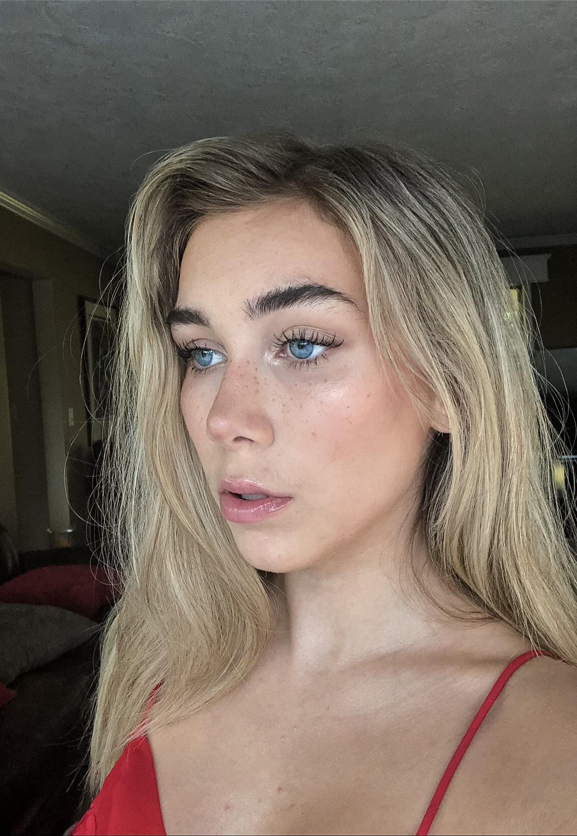 EMILY OLIVER | MODEL