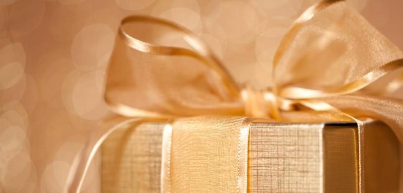 diamond-jewelry-as-christmas-gift.jpg