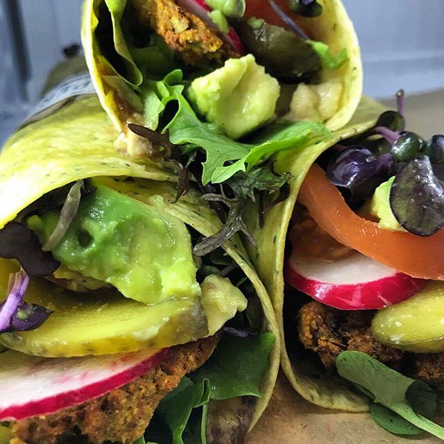 It's a miracle these babies made it to the cabinet, they look so damn gewwwd 🙌 Vege wraps feat. AVOCADO, homemade falafel, pickles, hummus, relish and more. Also available and just as pretty: bacon wraps, bagels, and the best service in town 😎 #dunedin #cafe #newzealand #healthy #lunch #wrap #dairyfree #vegetarian #vegan #delicious #nutritious