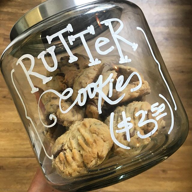 Stuck in a rut? Mid-arvo blues got ya down? We got Rutter cookies and they're arguably the best cookies you'll ever have. You won't know if you don't try... 💃 . . . . . . . . . #cookies #dunedin #cafe #chocolate #chip #biscuits #novelty #delicious #snacks #treats