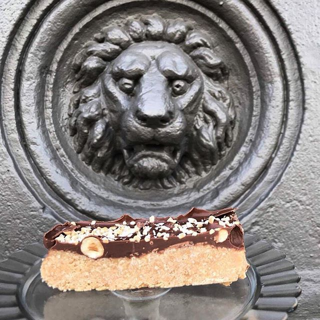 Old mate Leo checking out our NEW Ferrero Rocher Slice 😳 #cantstopwontstop . . . . . . . . . . . #treats #slices #chocolate #hazelnut #perc #exchange #cafe #dunedinnz #sweet