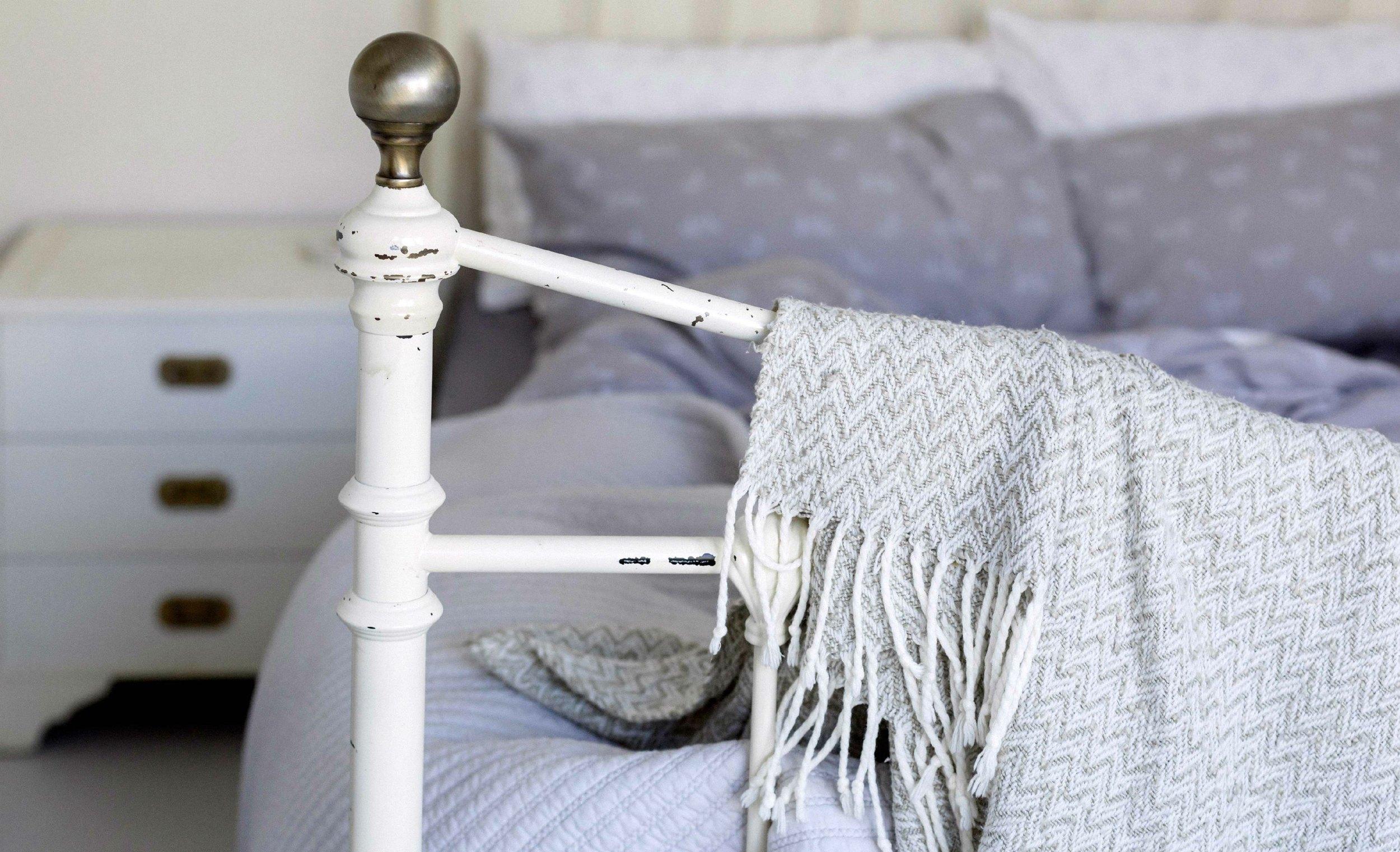 bed-throw-vintage-web.jpg