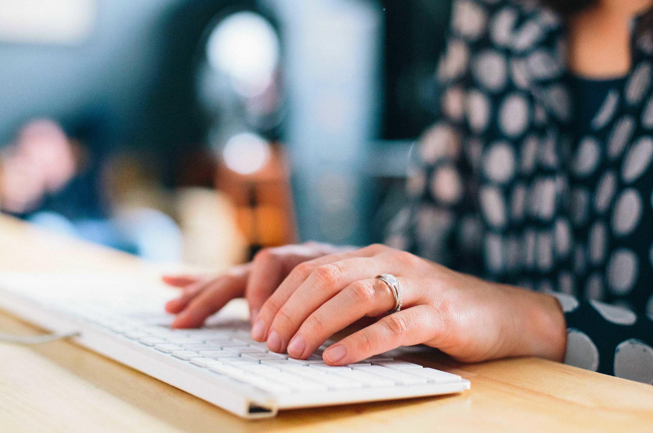 working_typing_girl_web.jpg