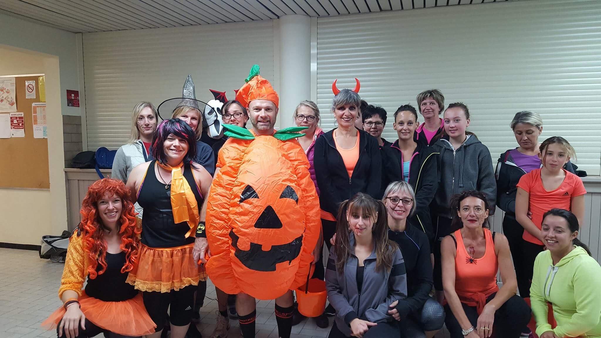 Zumbhalloween - Mercredi 1er novembre a eu lieu la Zumbhalloween à la salle des fêtes de Magland. Les filles ont répondu présentes à ce cours placé sous le signe de l'horreur !Rendez-vous sur la page facebook de l'Office Municipal des Sports de Magland pour plus de photos.