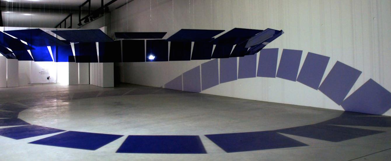 "3. ""palindrome"", installation 'in situ' lumineuse en verre bleu par warner berckmans #be"