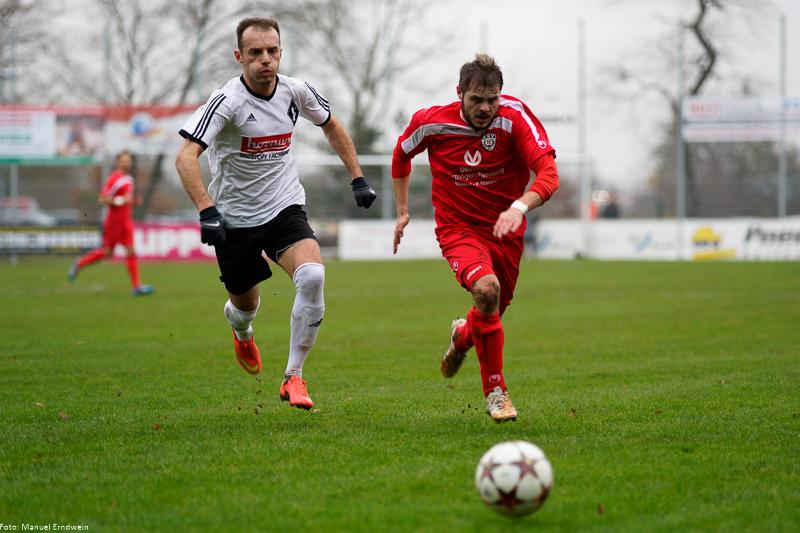 Mexhid Kurtolli (links) im Zweikampf um den Ball gegen Reutlingen - (c) Sportfoto Emanuel