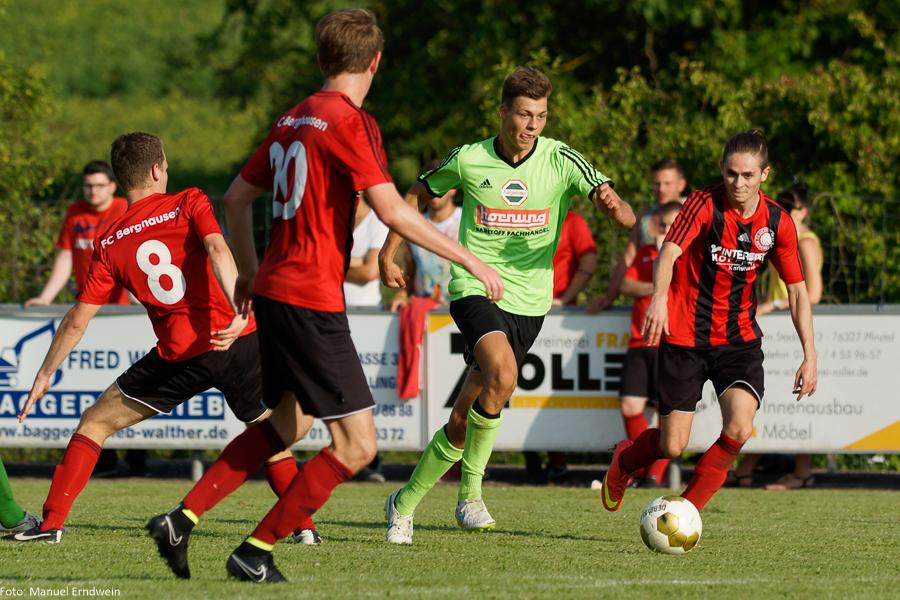 Nico Kremer (FC Germania Friedrichstal, mitte), Torschütze zum 0:1 in der 35. Minute