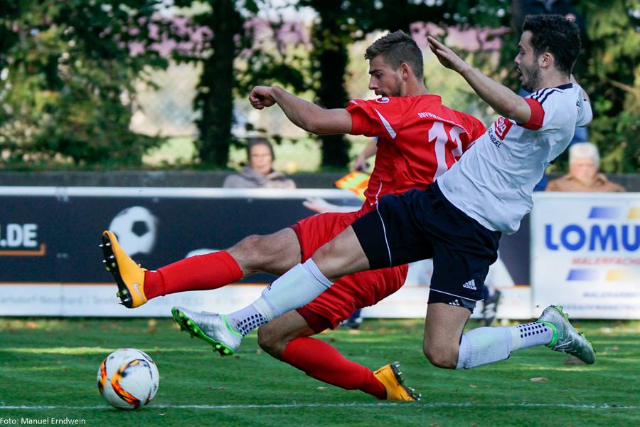 FCG-Kapitän Florian Henk im Zweikampf mit Ulms Angreifer David Braig (#11)