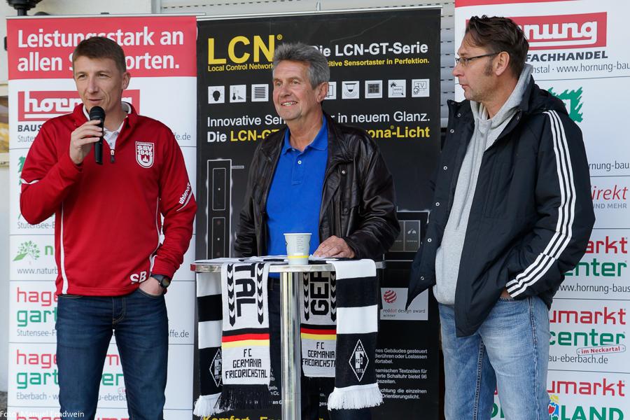 Gäste-Trainer Stephan Baierl (links) während der Pressekonferenz mit fCG-Coach Michael Steichsbier (rechts) und Moderator Wolfgang Hengst (Mitte)