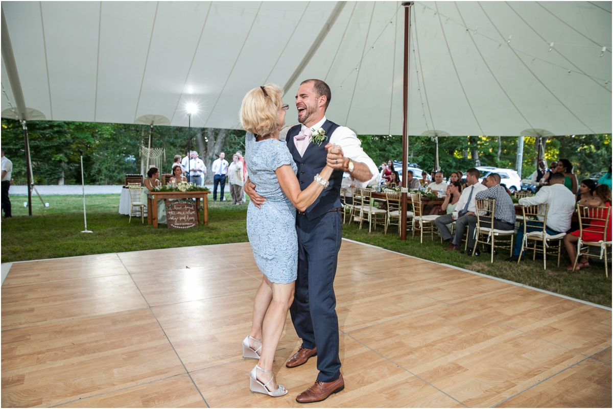 Intimate-Waterford-CT-Wedding-Four-Wings-Photography_0128.jpg